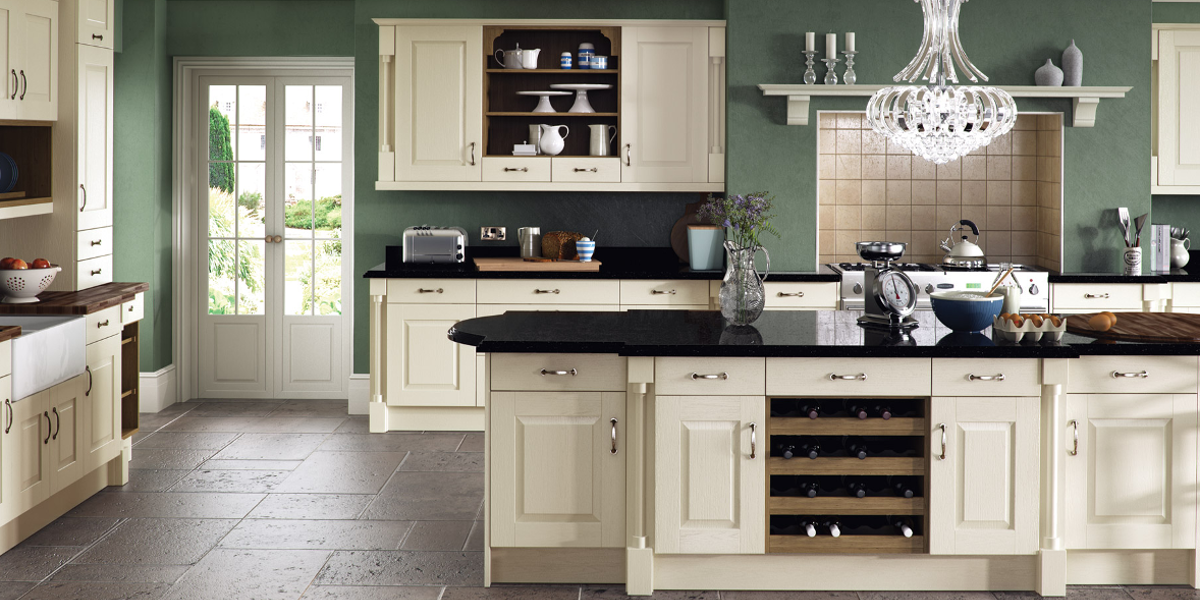 Brecon Panelled Wood Shaker